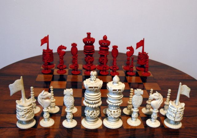Schaakset   | A 'Burmese' pattern ivory chess set, Elfenbein 10,0 x 5,0 cm, executed circa 1830