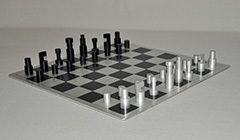 Huszár V. - Chess set – remake – designed by Vilmos Huszar 1921, with matching chess board, aluminium 6.1 x 2 cm , signed stamped with monogram 'VH' underneath and executed in 1973