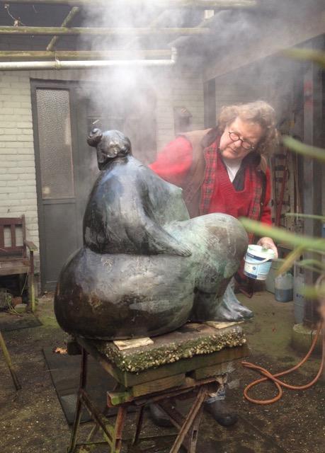 bronzen beeld patineren
